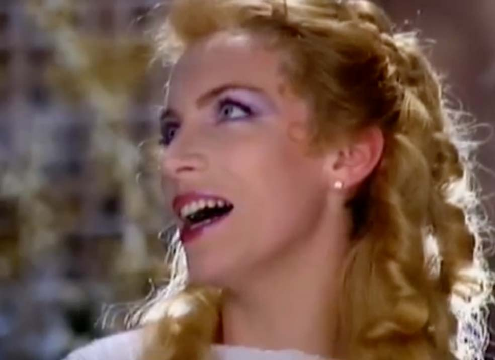 Eurythmics - There Must Be An Angel (Playing With My Heart) - Official Music Video