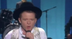 Simply Red - The Right Thing - Official Music Video