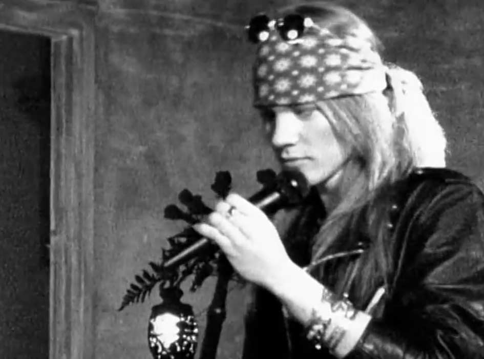 Guns N' Roses - Sweet Child O' Mine - Official Music Video