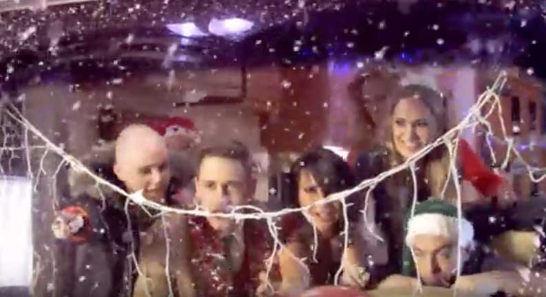 Chris Rea - Driving Home For Christmas - Official Music Video
