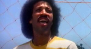 Commodores - Lady (You Bring Me Up) - Official Music Video