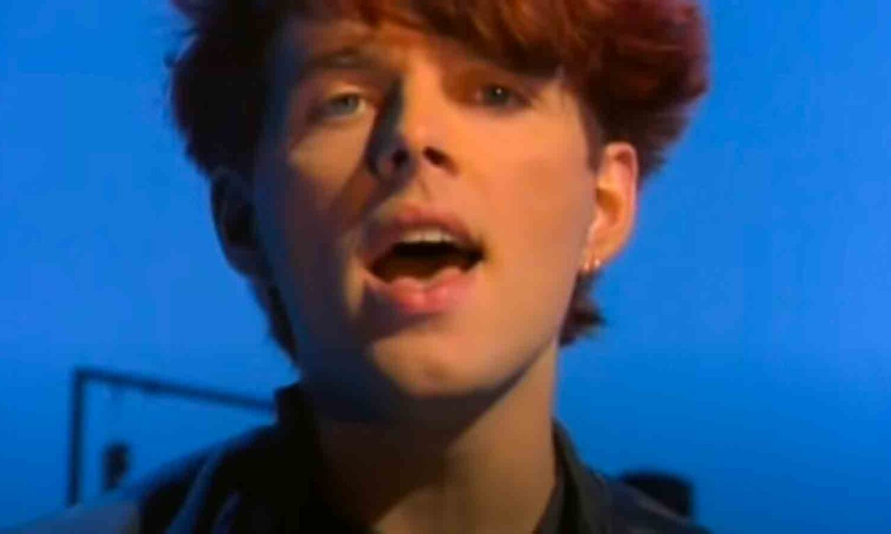 Thompson Twins - Hold Me Now - Official Music Video