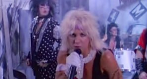 Mötley Crüe - Smokin In The Boys Room - Official Music Video