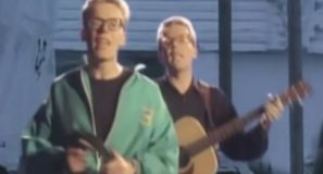 The Proclaimers - I'm Gonna Be (500 Miles) - Official Music Video
