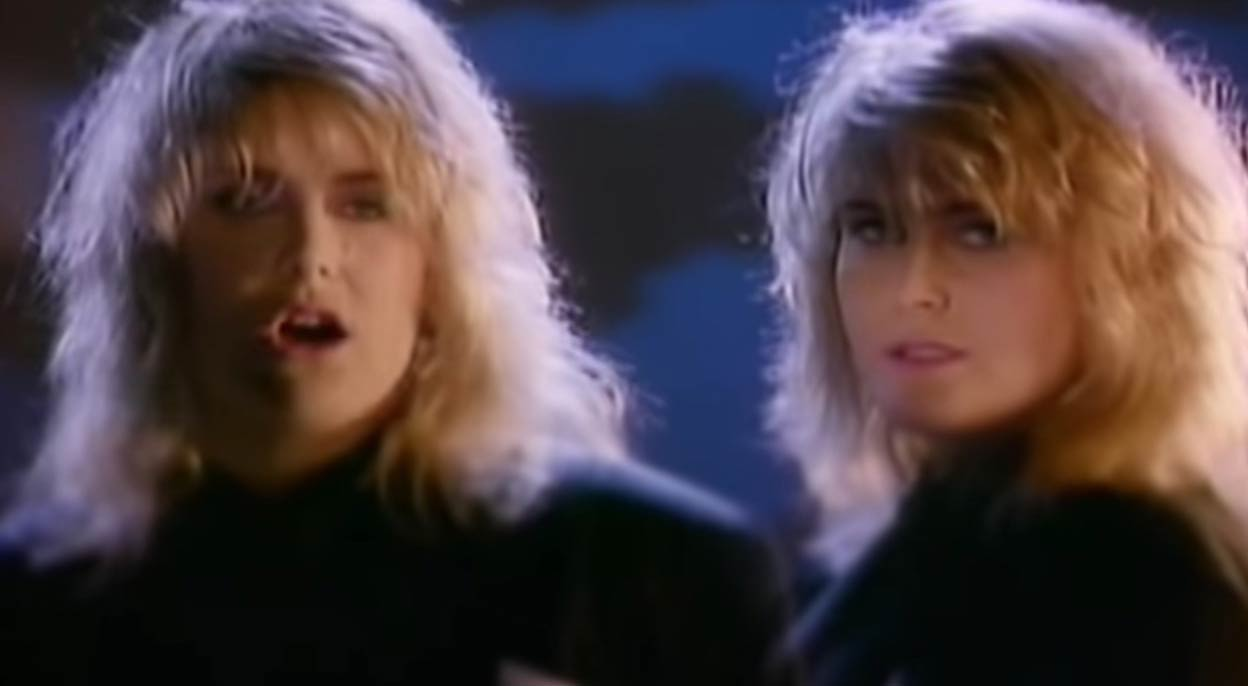 Alison Moyet - Weak in the Presence of Beauty - Official Music Video